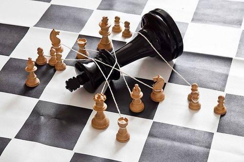 Weekly chess study #24 – Alexander Kuznetsov study solution